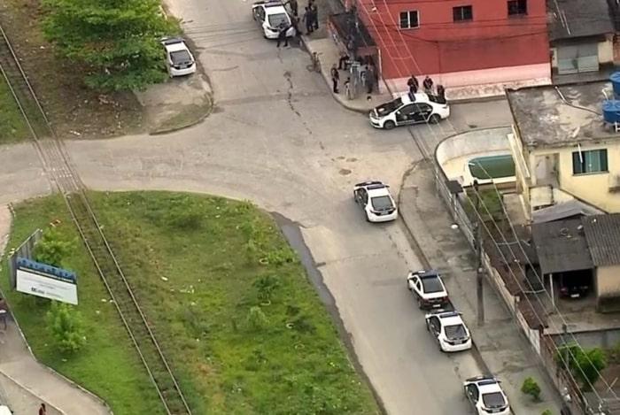Polícia faz operação contra traficantes acusados de roubos em Duque de Caxias - Rede Tv Mais