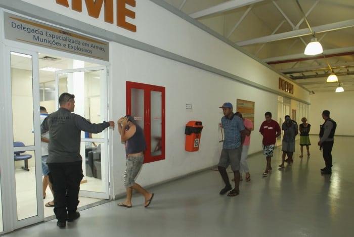 Operação contra traficantes em Duque de Caxias tem 23 presos e dois mortos - Rede Tv Mais